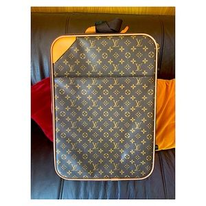 """Louis Vuitton 21""""x14""""x7.5"""" Carry On Luggage"""